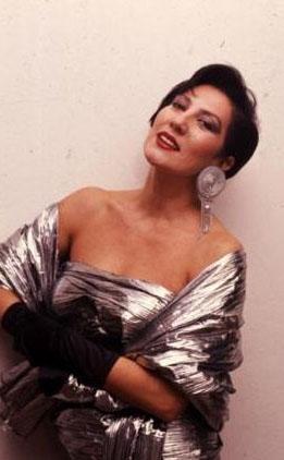 Akalın da 1970 Türkiye üçüncü güzeli ve Türkiye'de mankenlik mesleğinin duayenlerinden.