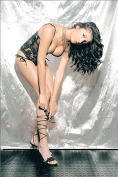 İLİŞKİLERİNİ BİTİRDİLER  İddialara göre gösteri dünyasının istenmeyen gelinlerinden biri de 2002 Best Model of Turkey birincisi ve yine aynı yıl Best Model of The World ikincisi seçilen manken Irmak Atuk.