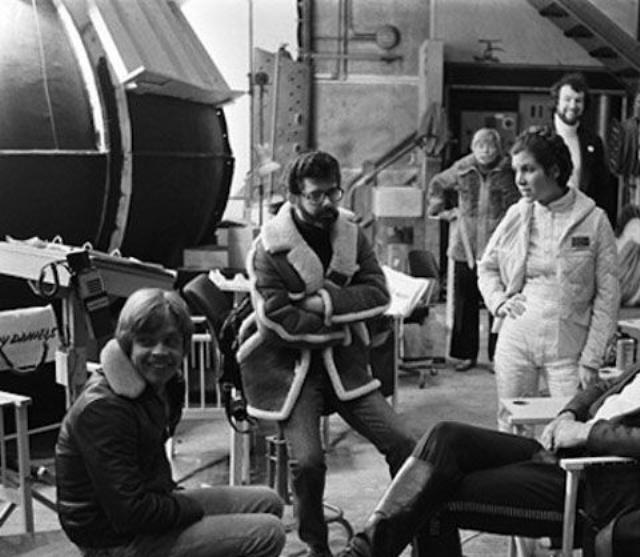 Star Wars: The Empire Strikes Back Sinema tarihinin en çok izlenen filmleri arasında yer alan ve ünlü oyuncularla yönetmenleri bir araya getiren filmlerden kamera arkası görüntüleri.