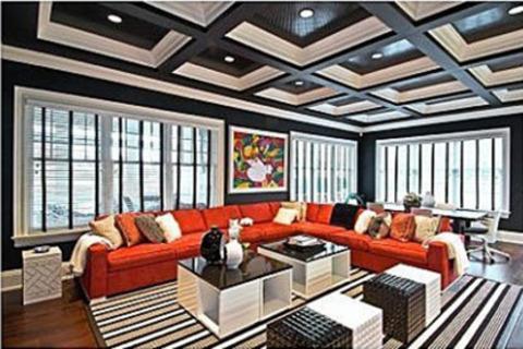 Ocak ayında kızları Blue Ivy'yi kucaklarına alan ünlü şarkıcılar Beyonce ve Jay-Z, ağustosta tatil yapmak için New York Hamptons'ta 12 odalı bir ev kiraladı.