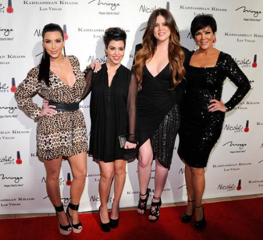 Kourtney Khloe ve Kim Kardashian ve Kris Jenner