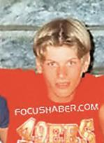 Bu da Tatlıtuğ'un ortaokul yıllarından kalan bir fotoğafı.