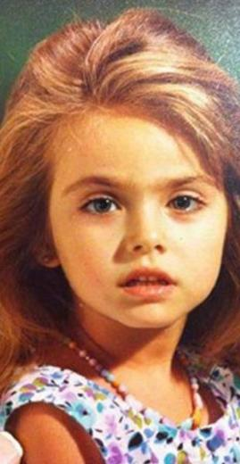 Bu küçük kız da geçen yıllar içinde hiç değişmeden aynı kalmış.