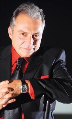 Geçen sezon Ezel dizisinde oynadı. Şimdi İstanbul'un Altınları'nda rol alıyor.