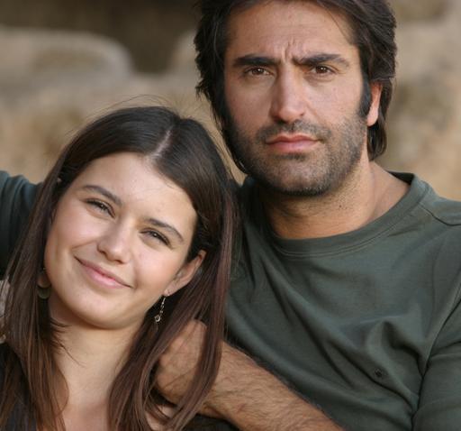 Beren Saat, yarışmayla başladığı şöhret yolculuğunda emin adımlarla ilerliyor. Önce Aşka Sürgün dizisinde rol aldı.