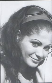 Asıl adı Neval Karpuz olan oyuncu, 1967 yılında sinemaya adım attı. Başlangıçta fantastik filmlerde rol alan Han, daha sonra 70'lerin seks furyası döneminde vamp kadın tiplemesiyle adını duyurdu.