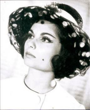 Belgin Doruk, annesinin desteğiyle 1952 yılında Yıldız dergisi ve İstanbul Film'in açtığı yarışmaya girdi. O yıl erkeklerde Ayhan Işık, bayanlarda da Belgin Doruk birinci seçildi. Bunun ardından kendini Yeşilçam'da buldu. İlk filmi, 'Çakırcalı'nın Definesi'ydi. Arkadaşları okul sıralarındayken, o film setindeydi. Siyah beyaz filmlerdeki 'Küçük hanımefendi'liğiyle Türk sinemasına damgasını vuran Belgin Doruk, sinemamızın unutulmayan efsane yıldızlarından birisi oldu.   Doruk, sinemada güzelliğiyle, oyun gücüyle ve yanağındaki gamzesiyle büyük sükse yaptı. 1960'lı yılların bir numaralı yıldızı olan Belgin Doruk, 1970'lerde değişen sinemayla birlikte önce starlığını, sonra sağlığını yitirdi ve ne yazık ki 1995 yılında aramızdan ayrıldı.