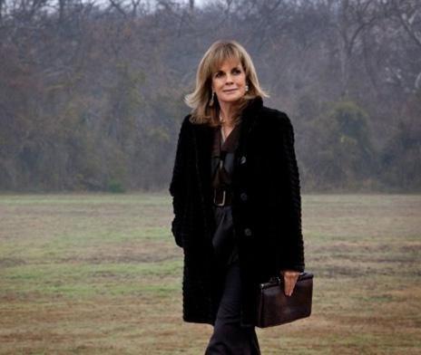 Linda Gray bugün 71 yaşında. O da Dallas dizisindek Sue Allen karakteriyle ün kazandı. Arada başka yapımlarda da oynadı ama görünüşe bakılırsa hiçbiri Dallas kadar etkili olmadı kariyerinde. Gray de yeniden çekilen Dallas'ta rol alıyor. O da yine Sue Allen karakterini canlandıracak.