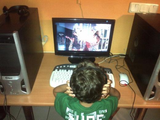 """ÖZLEM YILDIZ """"Akşamları internet kafede Serdar Ortaç dinleyen bir oğlum var"""""""