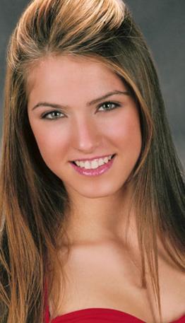 Ekranda genellikle fettan kız rolleriyle boy gösterdi. O dönemde de saçlarını sarıya boyattı.