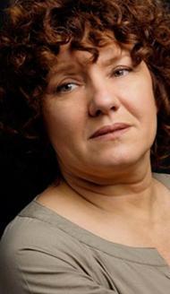 Ayşe Nil Şamlıoğlu, şu sıralar Kötü Yol dizisinde rol alıyor. Ama güncel görüntüsünden çok farklı biçimde.