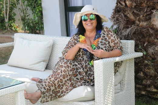 Bodrum'da tatil yapan 'ünlülerin modacısı' Nur Yerlitaş, önceki gün sahilde görüntülendi.