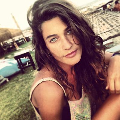 Berrak Tüzünataç'ın tatilde çekilen bu fotoğrafı oyuncunun en doğal halini yansıtıyor.