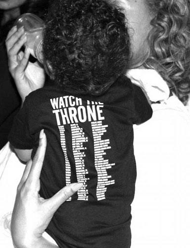 Özellike Blue Ivy'nin babası Jay-Z'nin dünya turnesi için hazırlanan tişörtüyle arkadan çekilmiş fotoğraf, çiftin hayranları tarafından beğenildi.