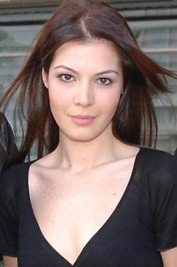 Yeşilçam klasiği aynı aldı filmden uyarlanan dizinin yönetmenliğini Faruk Teber üstleniyor. Hatice Şendil, Engin Şenkan, Şerif Sezer, Necip Memili ve Can Nergis kadroda yer alan oyuncular.