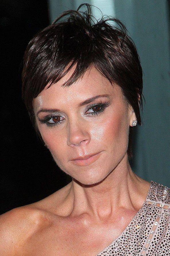 Victoria Beckham:  2009 Görünüm: Kısa, katlı kesim. Hızla taklit edilmesine yol açmış bir tarz oluşturması...