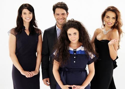 KREM  Yönetmenliğini Oğuzhan Tercan'ın üstlendiği dizi sezonun eğlenceli yapımlarından biri. Duygu Yetiş, Kenan Ece, Ebru Akel, Ayşen Gruda, Mehmet Teoman kadroda yer alan oyunculardan.