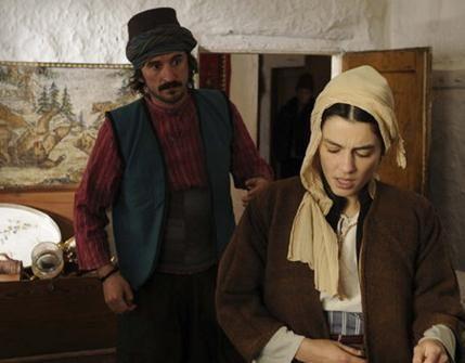SON YAZ - BALKANLAR 1912  Hazal Kaya hayranları onu bu sezon Adını Feriha Koydum yerine bu dizide izleyecek. Tarkan Karlıdağ ve Doğan Ümit Karaca'nın yönettiği dizinin senaryosunu Kürşat Başar yazıyor.