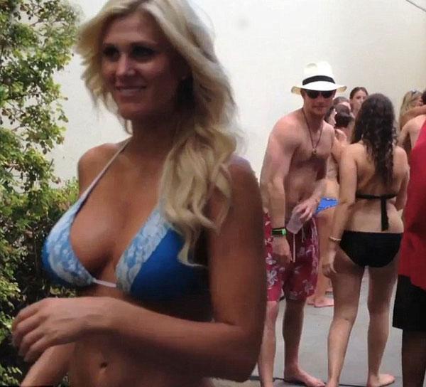 İngiltere prensi Harry'nin çılgın Las Vegas tatili sırasında çekilen fotoğraflar internette bir bir yayınlanıyor.