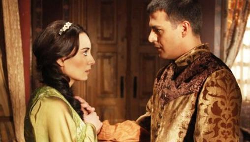 Dizide Nora olan adı Şehzade Mustafa tarafından değiştirilen Efsun'u oynamıştı.. Sözen bu sezon Şubat adlı dizide kamera karşısına geçecek.