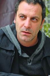 Ozan Güven geçen sezon Koyu Kırmızı adlı dizide rol almıştı..
