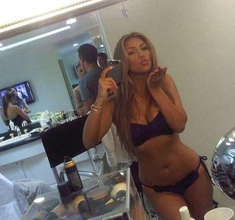 Porno film yıldızı Julian St. Jox, Ünlü TV yıldızı Kim Kardashian ile birlikte 2001 yılında eş değiştirme partisinde birlikte olduklarını açıkladı.