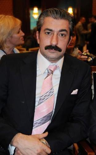 Ekranın son dönemde en çok kazanan oyuncularından biri Erkan Petekkaya.
