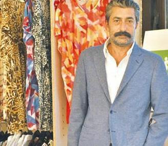 Petekkaya, kazancını ticarete yatırıyor. Önce lüks bir kasap dükkanı açan oyuncu yakın zamanda da bir sosyete pazarı açtı.