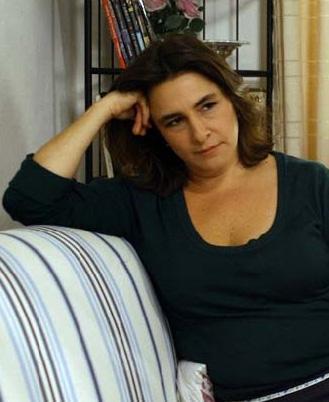 Fatmagül'ün Suçu Ne dizisiyle gerçek anlamda hayatı değişen bir kişi daha var: Esra Dermancıoğlu. 40 yaşından sonra oyuncu olan Dermancıoğlu bu alanda bir çok tecrübeli kişiye de parmak ısırttı.