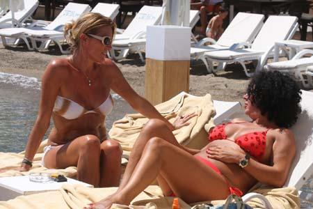 Arte Tahir, güneşlendiği iskelede spor yaptı... - 24