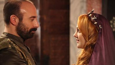 MUHTEŞEM YÜZYIL İzlenme rekorları kıran dizi Star TV'de sürüyor.