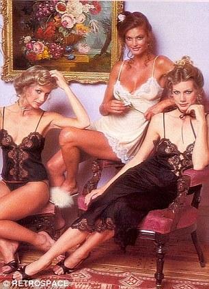 """1979 kataloglarına bakıldığında Victoria's Secret'ın günümüzdeki reklam kampanyaları ile 1970'lerdeki kampanyaları arasında büyük farklar görünüyor. Bugünlerde seksi ve hareketli konseptle tüketiciye ulaşmaya çalışan ünlü iç giyim markası 1970'lerde daha çok durgun ve duygusal bir yüzlerle kampanyalarını yürüttüğü görülüyor. 1979 katalogunu inceleyen moda uzmanları, o dönemde kampanyadaki """"meleklerin"""" bir mankenden daha çok """"öğretmene"""" benzediği görüşünde. Yine uzmanlara göre  Victoria's Secret 1970'lerde """"iç çamaşırı satarken, şimdi bir hayat tarzı satıyor""""."""