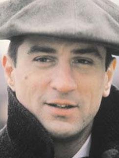 Sinemanın usta oyuncularından Robert De Niro, bir çok filmde unutulmaz kompozisyonlar çizdi. 1984 tarihli Bir Zamanlar Amerika da bunlardan biri.