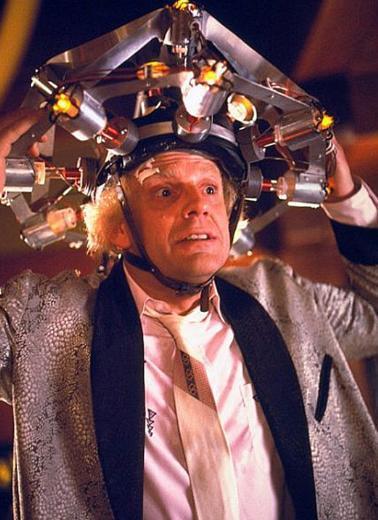 Lloyd, Bu filmde oynadığı Dr. Emmett Brown karakteriyle hafızalara kazındı.