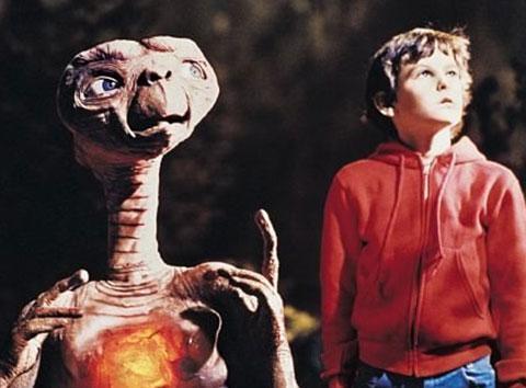 Henry Thomas da E.T filminde oynadığı sırada henüz 11 yaşındaydı.