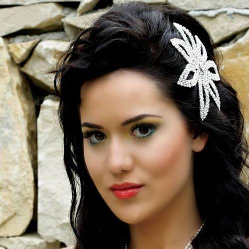Türkiye'nin en güzel kadın oyuncularının şüphesiz başında gelen,  mükemmele yakın yüz hatlarıyla ve iri kahverengi gözleriyle dikkat çeken Fahriye Evcen...