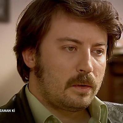 Ahmet Güleç, güzel yeşil gözleriyle genç kızların kalbini çalıyor.