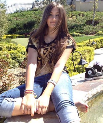O genç kız 50 yaşında hayata veda eden pop müzik ikonu Michael Jackson'ın kızı Paris..