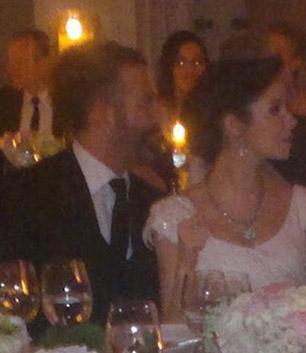 Bütün önlemlere rağmen düğün mekanından fotoğraflar dışarıya sızdı..