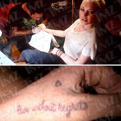 """25 yaşındaki oyuncu koluna """"Pişmanlıkların olmadan yaşa"""" yazdırdı. Bu dövme ünlülerle ilgili haberler yayınlayan """"tmz.com""""da """"Belki kamu hizmetinin sona ereceği 29 Mart'tan sonra pişman olacağı şeyler yapmaktan vazgeçer"""" yorumuna neden oldu."""