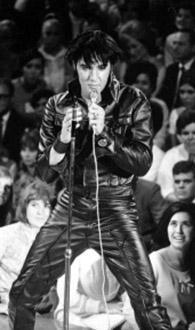 ÖLDÜĞÜNE KİMSE İNANMAK İSTEMEDİ Ölümüyle tüm dünyayı en uzun süre meşgul edenlerden biri de Elvis Presley.
