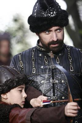 Aynı dizide Kanuni Sultan Süleyman'ı canlandıran Halit Ergenç İstanbullu.