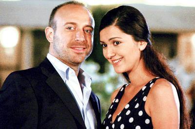 Ergenç'in eşi Bergüzar Korel de İstanbul doğumlu.