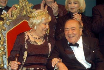 Usta oyuncu 1965 yılında İzmir'e yaptığı bir turne sırasında tanıştığı Güneş Günaydın ile nikah masasına oturdu.
