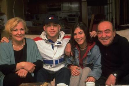 Aile yaşantılarına gıpta ile bakılan çiftin mutluluğuna, Güneş Günaydın'ın kanser hastalığına yakalanmasıyla gölge düştü.