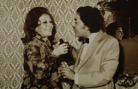 """Özcan, 1962 yılında Gönül Ülkü ile evlendi ve """"Gönül Ülkü-Gazanfer Özcan Tiyatrosu""""nu kurdu."""
