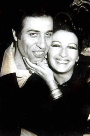 Komedi filmlerinin vazgeçilmez isimleri arasında yer edinen Sunal,iş hayatındaki başarısını özel hayatına da taşımayı başardı.