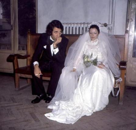 Sinemanın gülen yüzü, 1974 yılında Gül Sunal ile nikah masasına oturdu.
