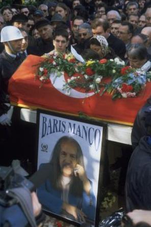 Mutluluklarına gıpta ile bakılan çiftin evliliği Barış Manço'nun ani ölümü ile sarsıldı.