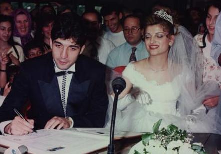 Yıldız futbolcu 'O benim herşeyim' dediği Yeşim Derelioğlu ile 1997'de nikah masasına oturdu